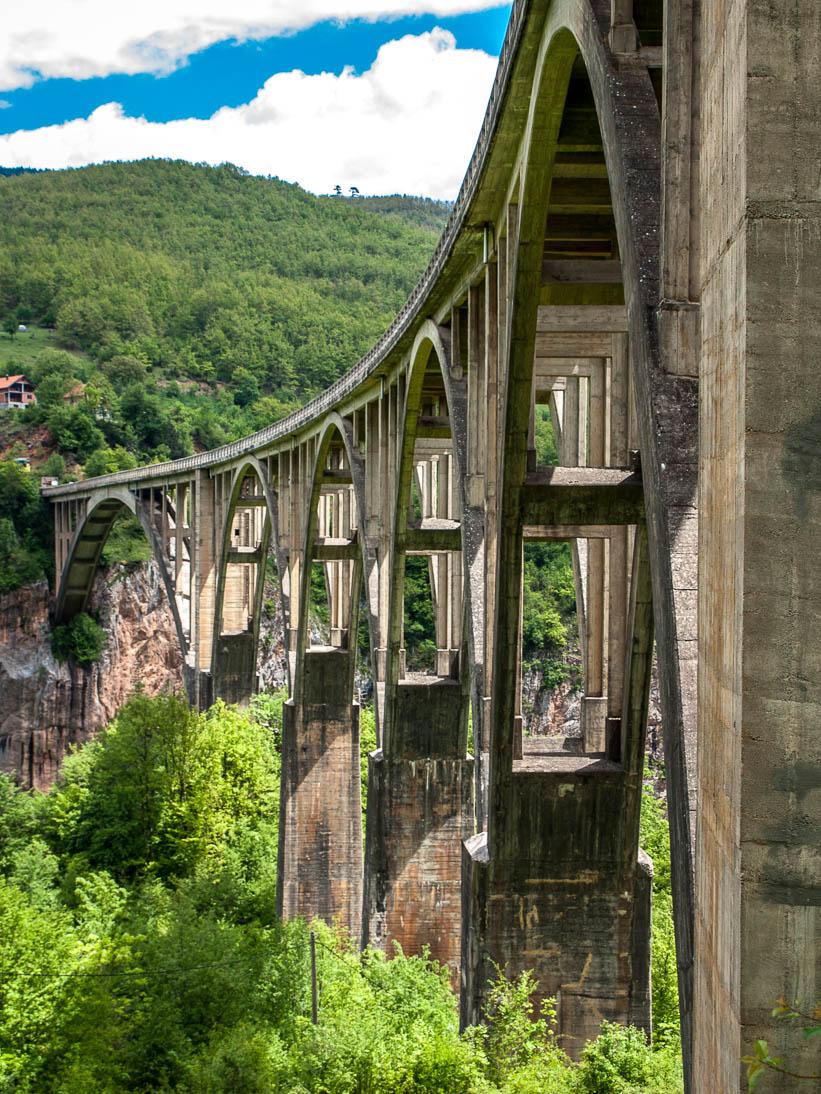 Pont de Djurdjevica sur les gorges de la Tara au Monténégro