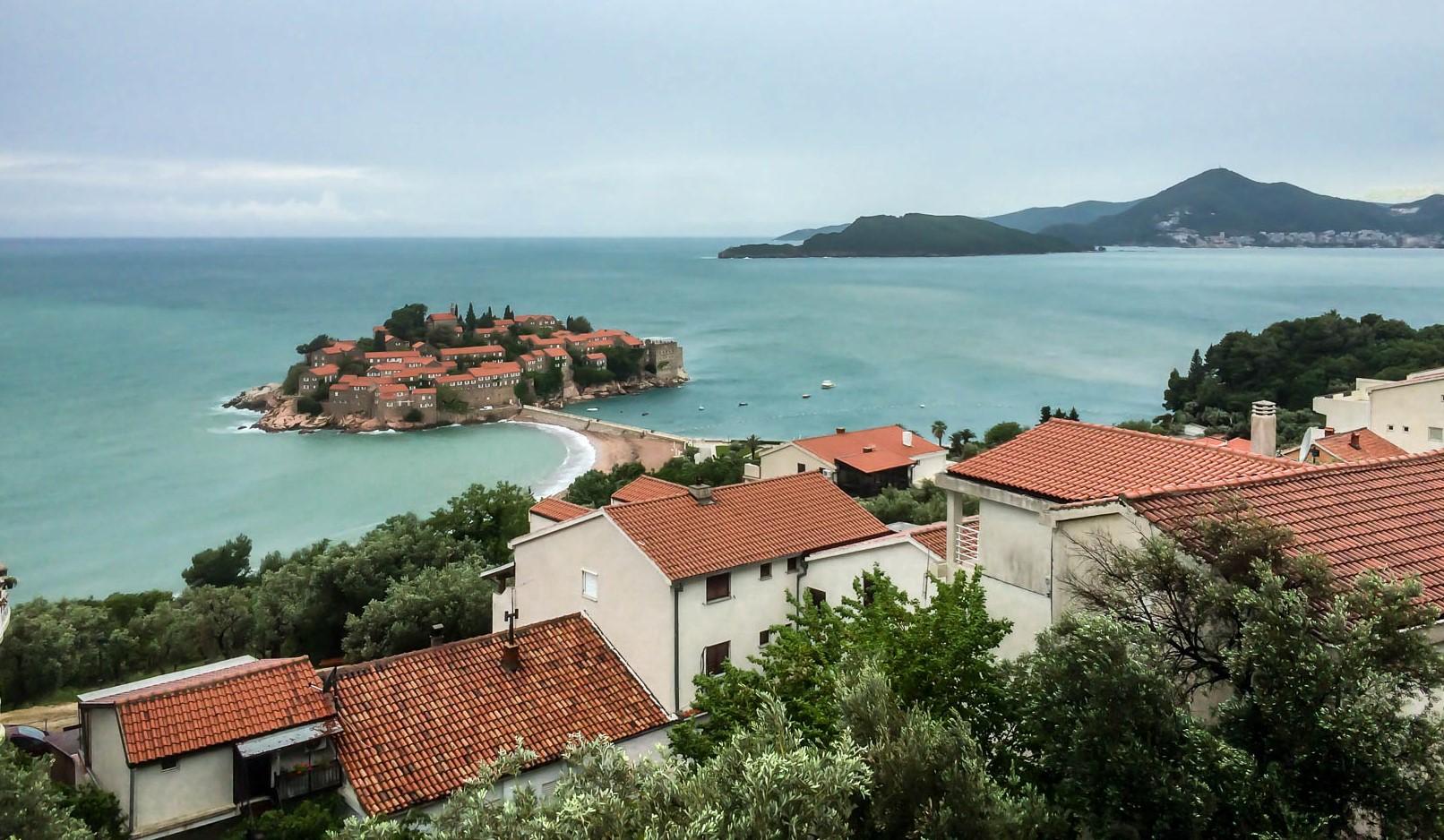 Sveti Stefan sur la côte adriatique au Monténégro