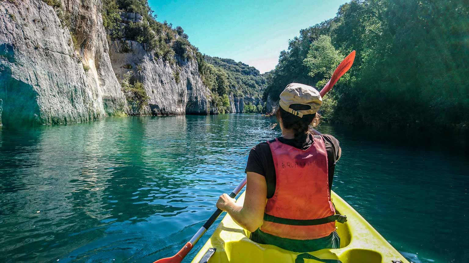 Kayak dans le canyon de Baudinard dans les gorges du Verdon en France